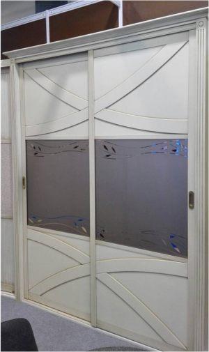 Классический шкаф купе с эксклюзивным декором Казань