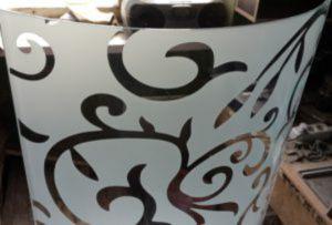 Стекло радиусное с пескоструйным рисунком для радиусных дверей Казань