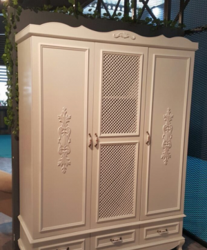 Распашные двери с декоративными накладками Казань